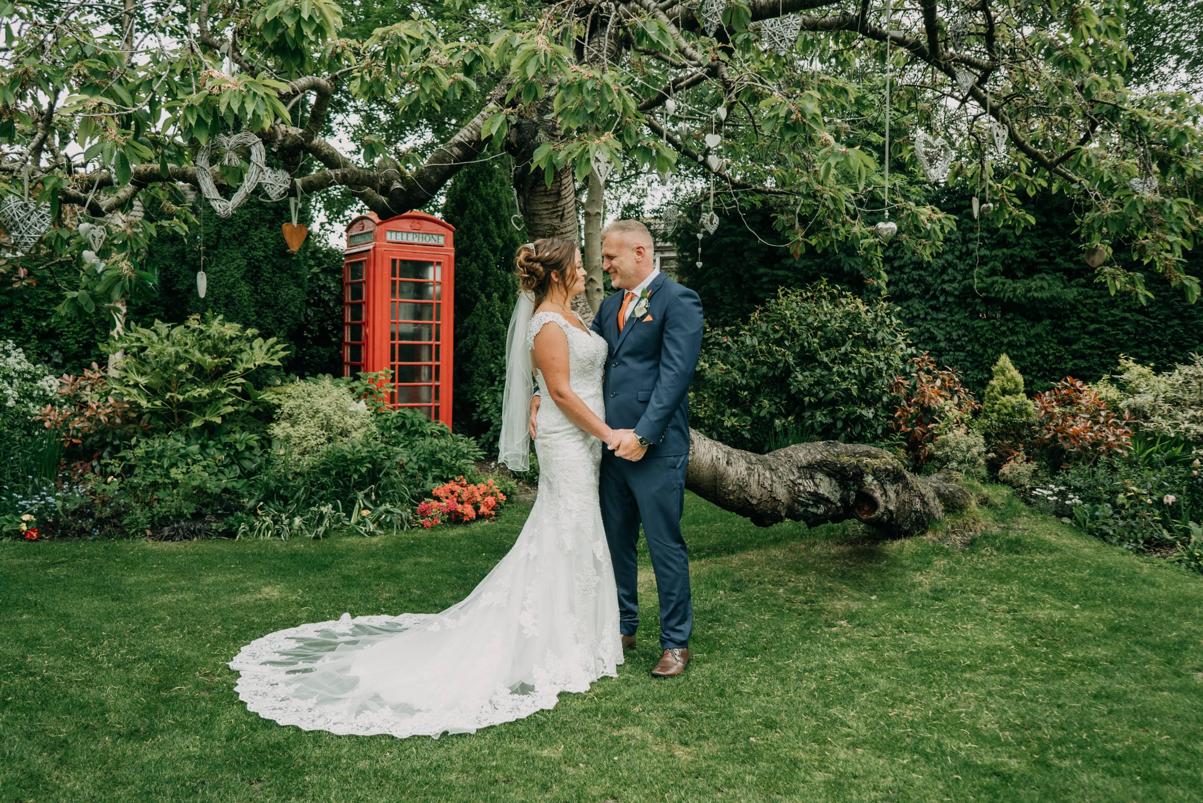 Dimple Well Lodge Wedding | Rachel & Tony 14