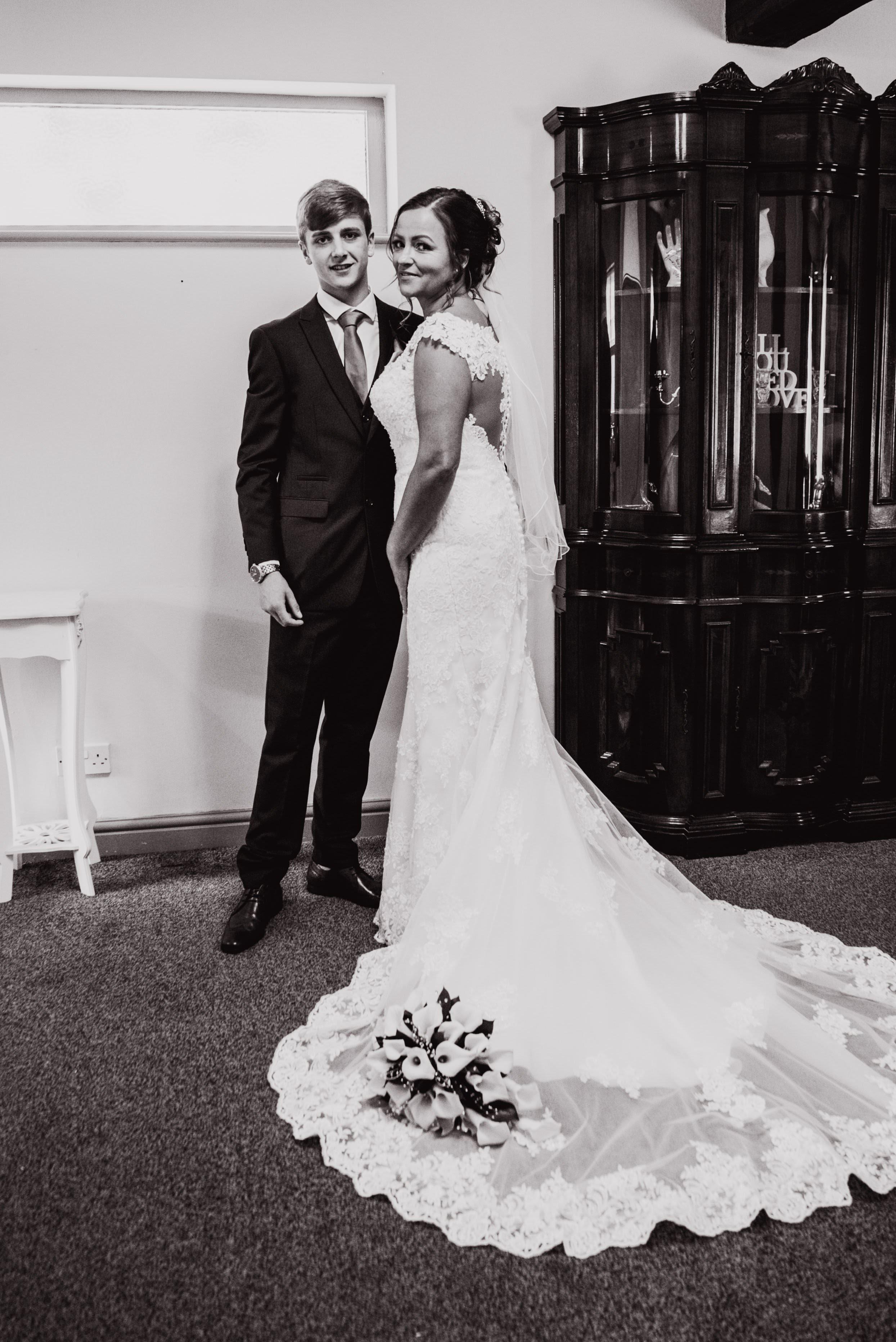Dimple Well Lodge Wedding | Rachel & Tony 17